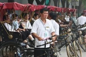 Dans le vieux Pékin, il y a des pousse-pousse partout.