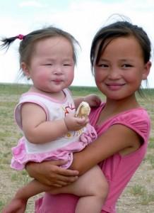 Petite fille et sa petite soeur