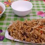 Nouilles sautées, viande et légumes : tsuivan